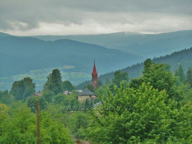 Nýdek - pohled na Moravskoslezské Beskydy, v popředí evangelický kostel v Nýdku