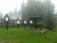 Visalaje - sedánek a panely přibližující činnost výzkumné stanice Bílý kříž