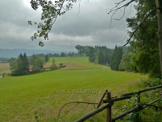 Visalaje - pohled od Smrkoviny na pastviny pod cestou na Gruň