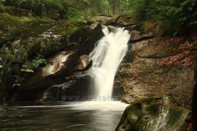 Jeden z vodopádů na Černé Desné