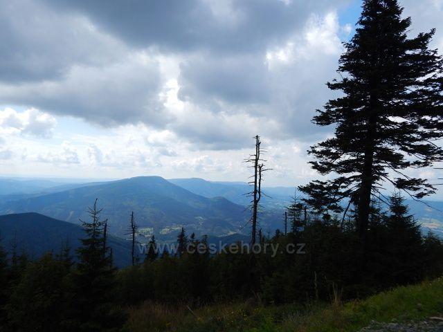 výhled na nejvyšší vrcholy Beskyd