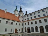 Vranov - nádvoří kláštera paulánů, Duchovního centra sv.Františka z Pauly