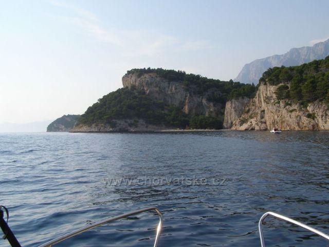 Půjčili jsme si motorový člun - nugal mezi Tučepi a Makarskou