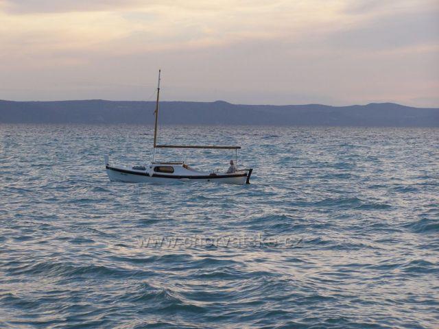 Rybář vyjíždí na moře.  :-)