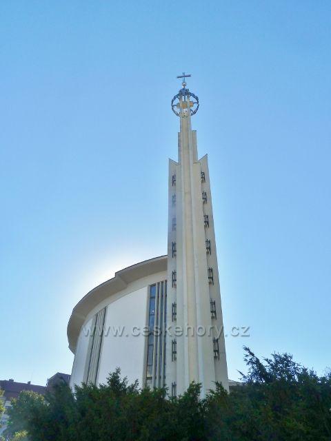 Hustopeče - kostel sv. Václava a Anežky České z roku 1994 na Dukelském náměstí