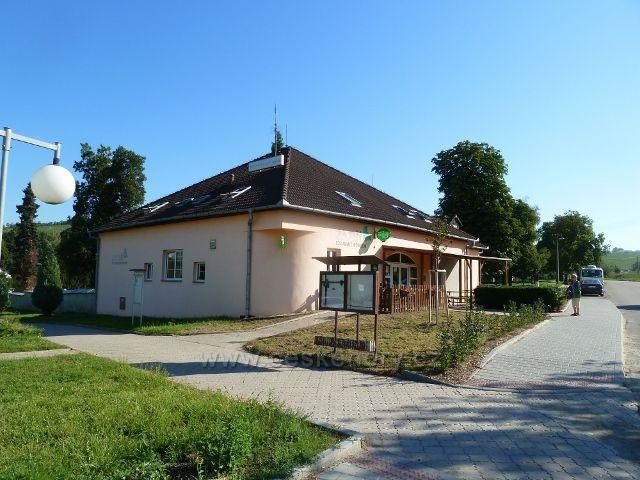 Hustopeče - restaurace a penzion V Zátiší u rozlučkové síně a hřbitova