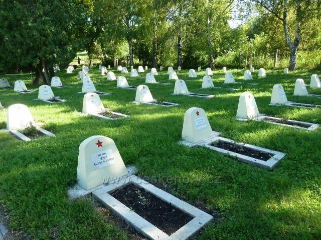 Hustopeče - hřbitov vojáků Rudé armády padlých na Jižní Moravě ve 2. světové válce