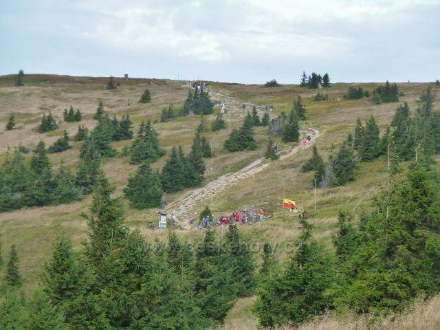 Králický Sněžník -pohled k pramenu Moravy a na stezku k vrcholu Králického Sněžníku. 27. Pochod k pramenu Moravy 3.9.2016