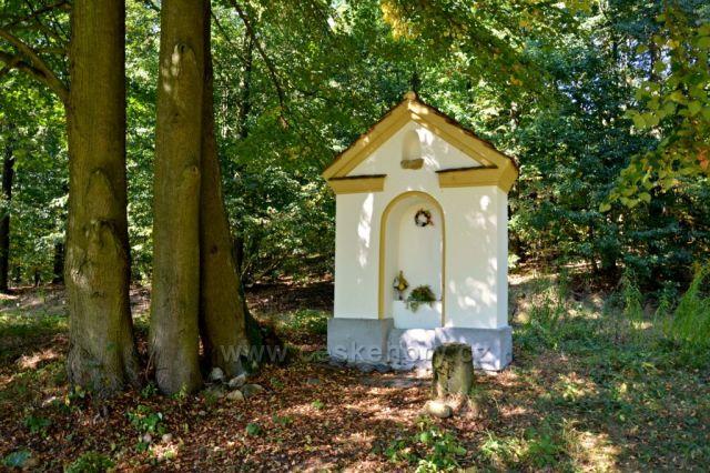 Lesní kaplička u Písečné