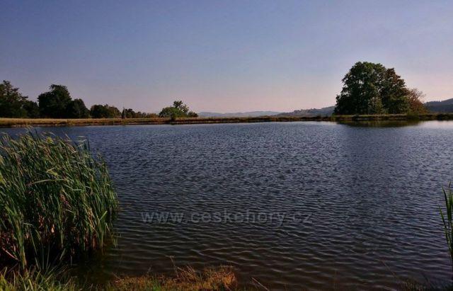 umělé jezero .. Úžas ..