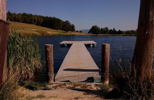 umělé jezero..Úžas