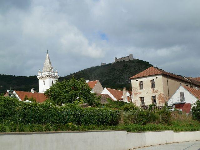 Pavlov - pohled na zříceniny hradu Děvičky