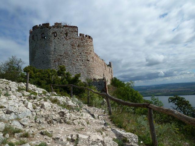 Pavlov - pohled na Děvičky od zříceniny části hradu