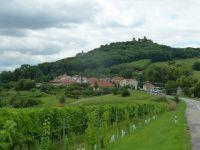 Pálava - pohled na Klentnici a Sirotčí hrádek ze silnice do Klentnice