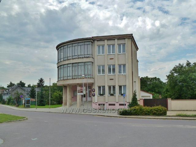Šatov - budova úřadu městyse