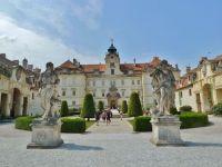 Valtice - barokní zámek