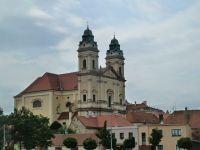 Valtice - pohled na kostel Nanebevzetí Panny Marie z ulice Petra Bezruče