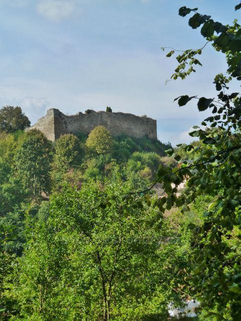 Lanšperk - pohled na hrad z místní  silničky pod Havlíčkovo studánkou