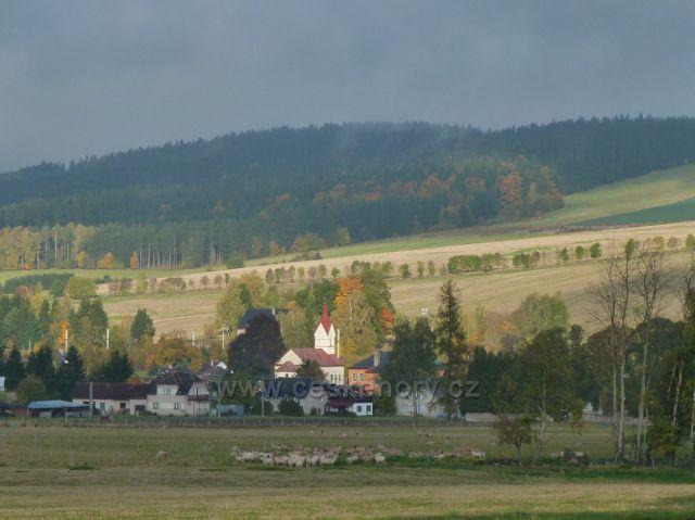 Lichkov - pohled na střední část obce s kostelem