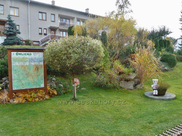 Těchonín - zahrada penzionu a restaurace Otmarka