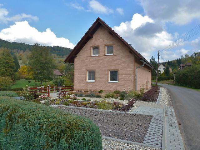 Těchonín - nový domek ve střední části obce