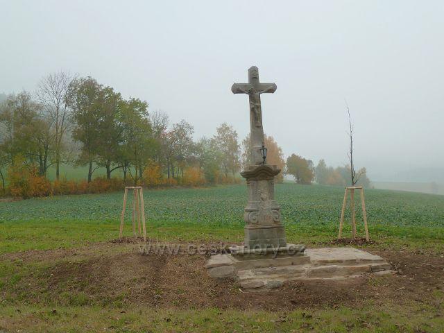 Těchonín - nově zrestaurovaná Boží muka pod odbočkou silničky do Vlčkovic