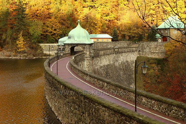Hráz Janovské přehrady