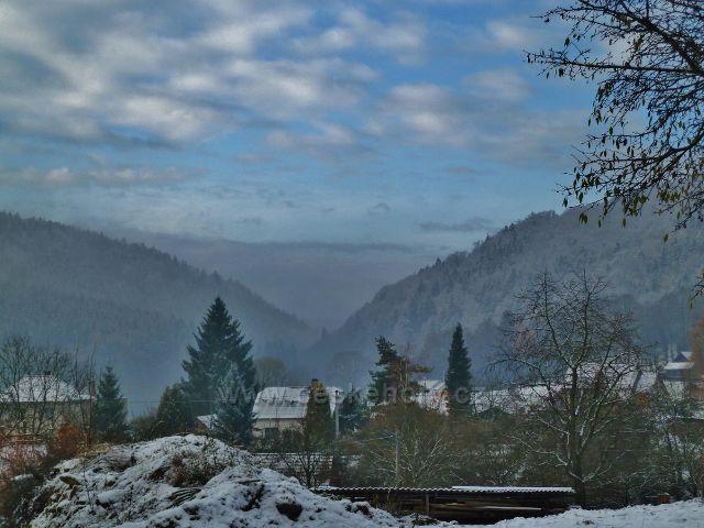 Záchlumí - pohled do Litického údolí
