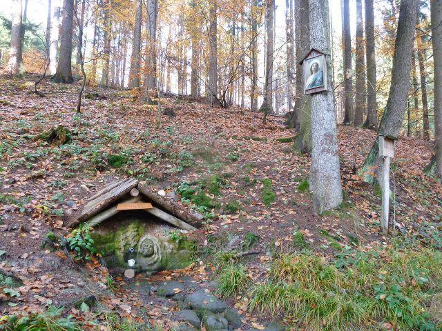 Potštejn - areál studánky Panny Marie Bolestné v Dolích