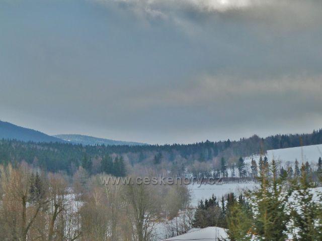 Zimní průjezd Slezským Semmeringem -pohled k protilehlé části železniční trati