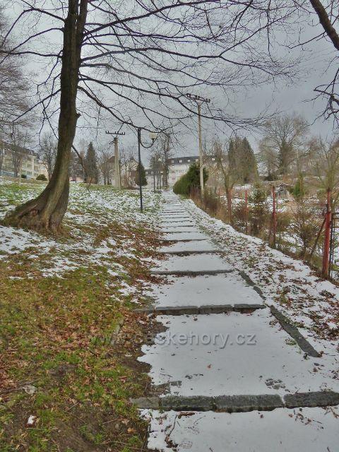 Jeseník -schody nad Kalvodovo ulicí k Lázním Jeseník