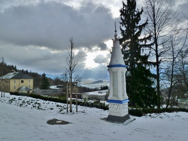 Lázně Jeseník - historická meteostanice na promenádě