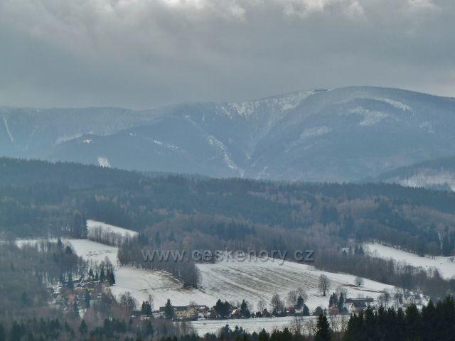 Pohled z Priessnitzovo ulice do údolí Javořického potoka pod chatou Jiřího na Šeráku
