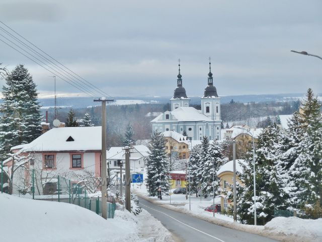 Žamberk -pohled z Klostermanovy ulice k baroknímu kostelu sv.Václava