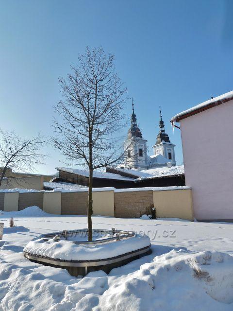 Žamberk - pohled z pěší zony ke kostelu sv.Václava