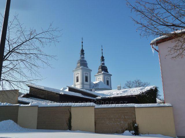 Žamberk - pohled na 72 metrů vysoké věže kostela sv.Václava