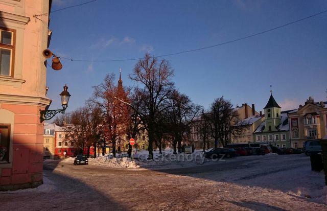 Králíky - náměstí s kašnou