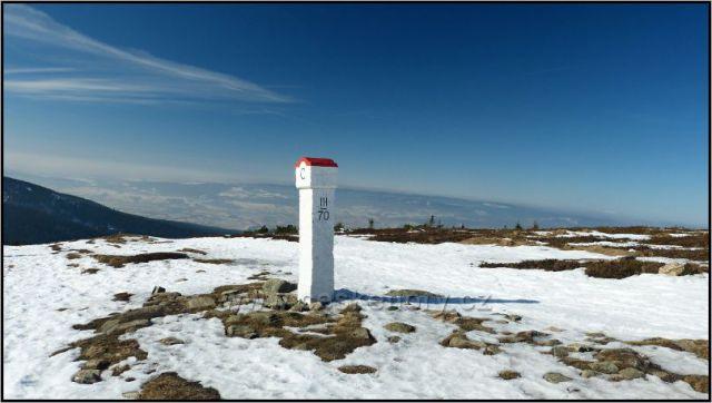 Hraniční kámen na Králickém Sněžníku