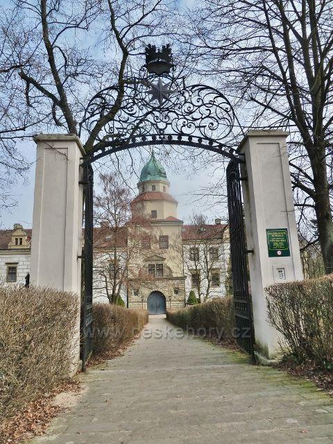 Častolovice - hlavní vchod k zámku