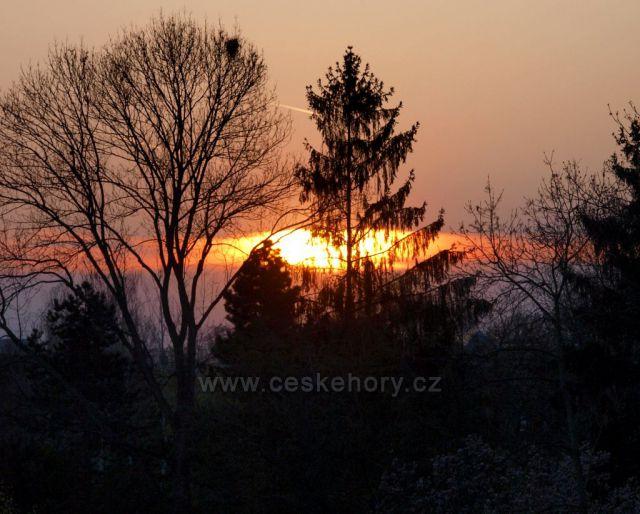 Aprilový západ slunce