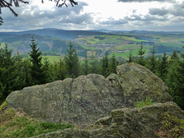 Studenecké skály - pohled na panorama od Suchého vrchu po Bukovou horu