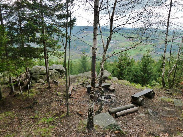 Studenecké skály - rozhledové místo na vrcholku skal