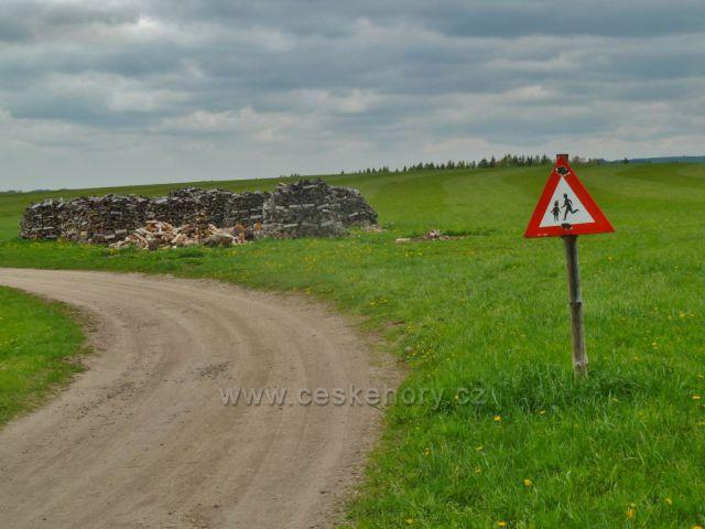 Záhory - cesta před penzionem Skalka