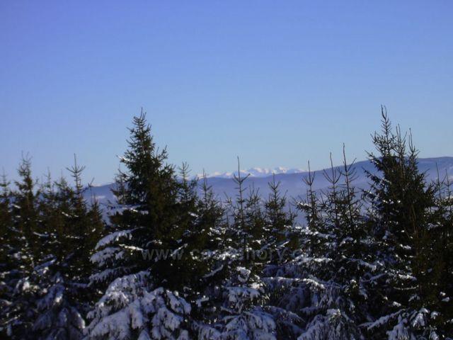 Výhled ze Skálky na slovenské hory