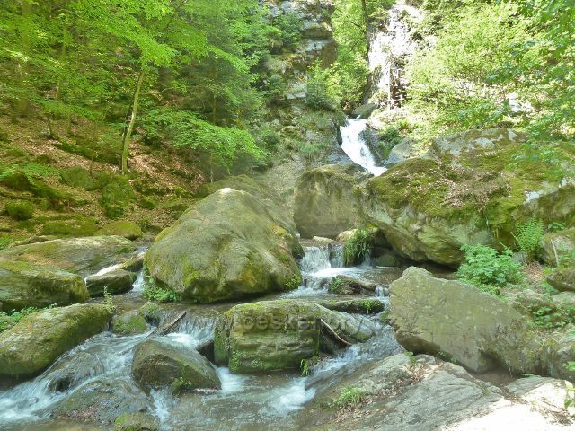 Rešov - pod velkým vodopádem na Huntavě