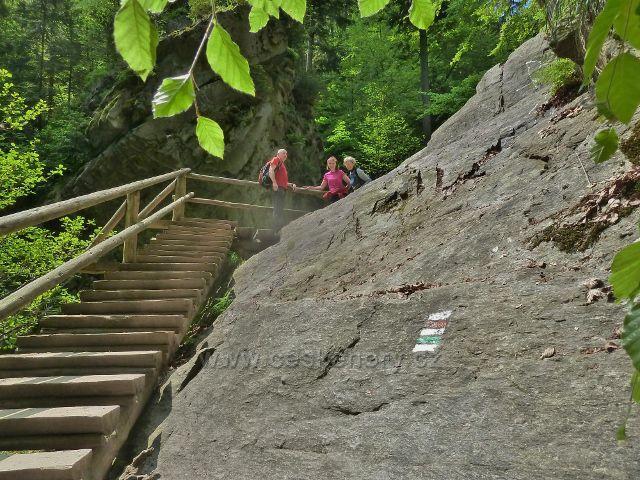 Rešovské vodopády - schody k vyhlídkovému místu nad velkým vodopádem