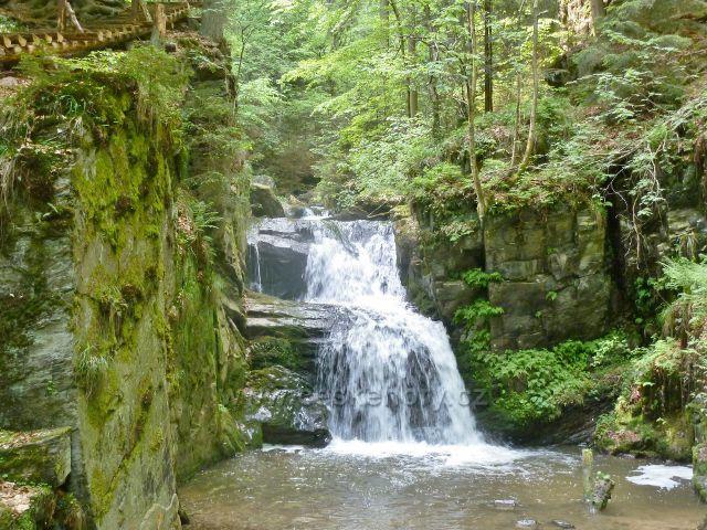 Rešovské vodopády - malý vodopád na Huntavě