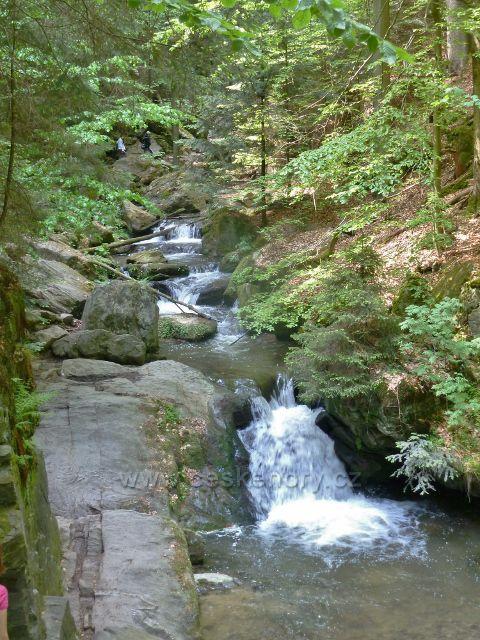 Rešovské vodopády - kaskáda malých vodopádů na Huntavě