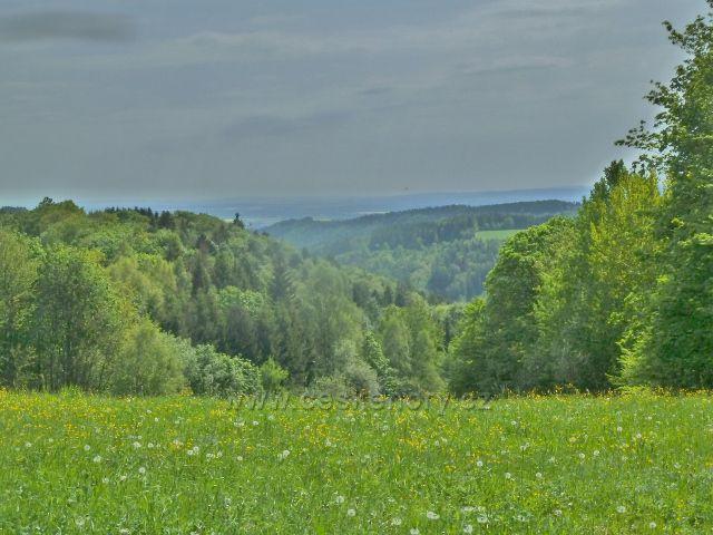 Rešov - cesta pastvinami do Rešova poskytuje řadu výhledů
