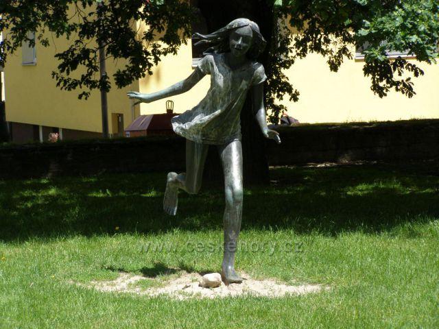 Dívka v běhu,Opava